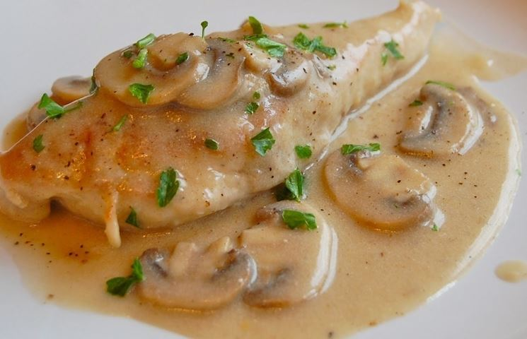 Filetto di Pollo con patate e funghi Champignons
