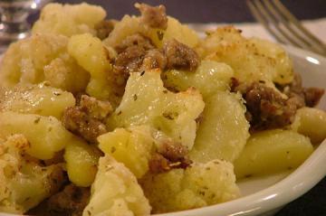 Salsiccia in umido patate e funghi porcini