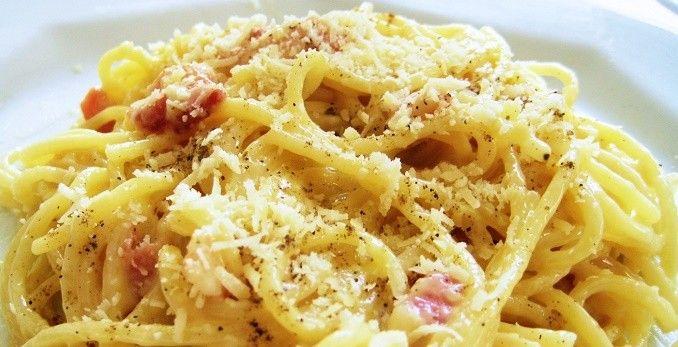Spaghetti alla carbonara di patate e speck