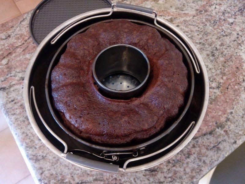 Ciambella al cioccolato con il cuco e il cookeo