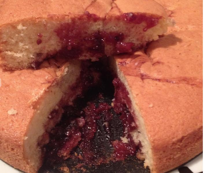 Torta alla marmellata di ciliegie