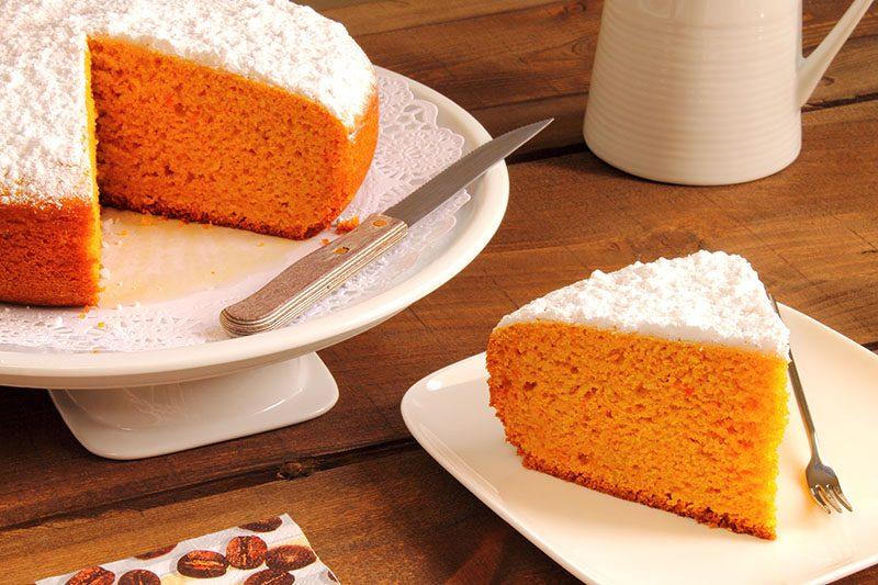 Torta di carote con cuisine companion