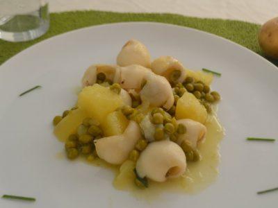 Seppie con patate e piselli