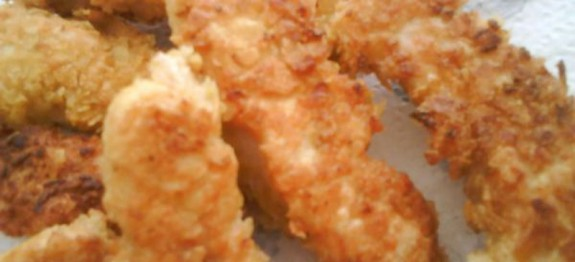 Petti di pollo impanati con patatine fritte